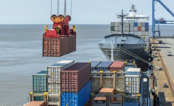 UİB'den Ağustos'ta 1.65 milyar dolar ihracat
